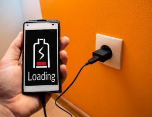 モバイルバッテリーはスマホユーザーの必須アイテム