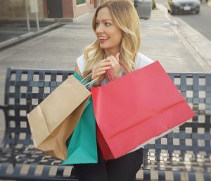 ネットショッピングと実店舗ショッピング 有益な買い物方法はどちら?
