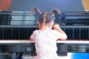 子供がピアノを習い始める年齢に「適齢期」はある?