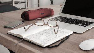 「メガネで耳の付け根が痛い」という時の原因と簡単な対処法